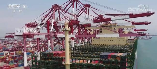 """青岛海运""""一箱难求"""" 运价2年涨5倍 出口企业物流难"""