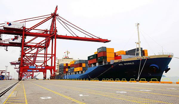 """国际集装箱一箱难求 我国上半年货运量增长24.6% 经济""""脉动""""强劲有力"""