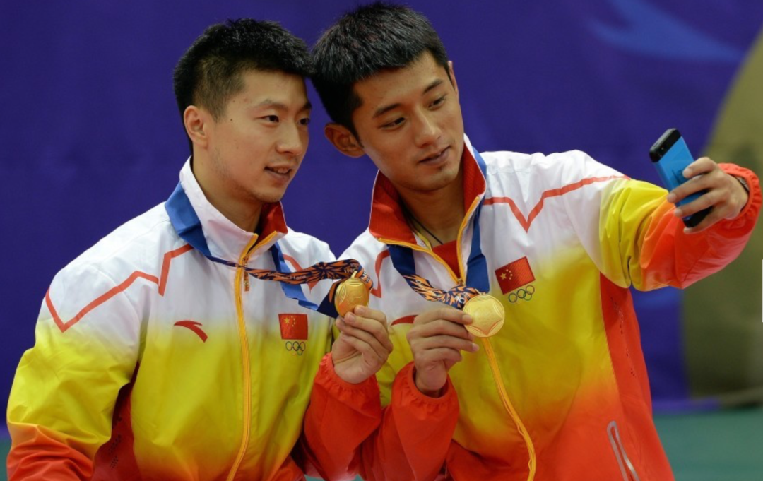 ·2014年韩国仁川亚运会乒乓球男双比赛中,马龙/张继科组合成功压制住队友许昕/樊振东,拿到冠军。图源:中体在线