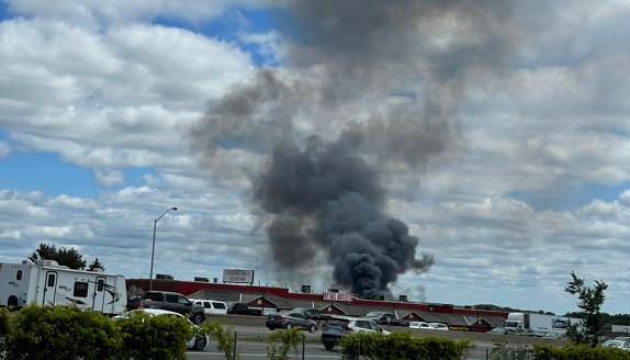 """加拿大巴里市发生液化石油气爆炸事故 目击者听到""""巨大爆炸声"""""""