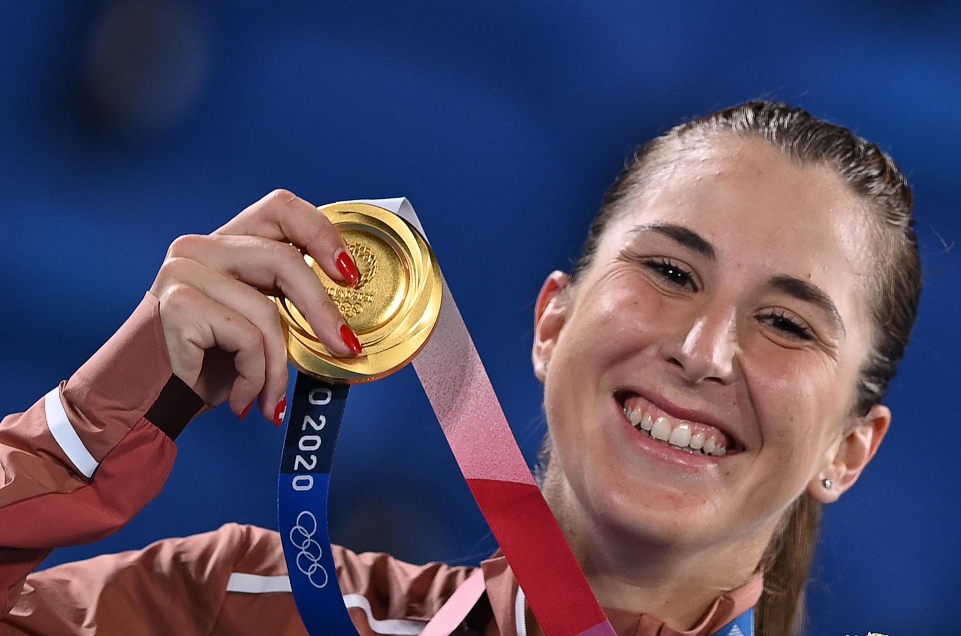 拿下奥运冠军后 她把这枚金牌献给费德勒和辛吉斯