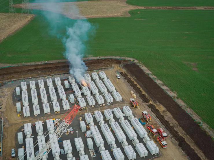 """特斯拉13吨重的锂电池在储能工厂发生爆炸 储能安全""""警钟""""再度响起"""