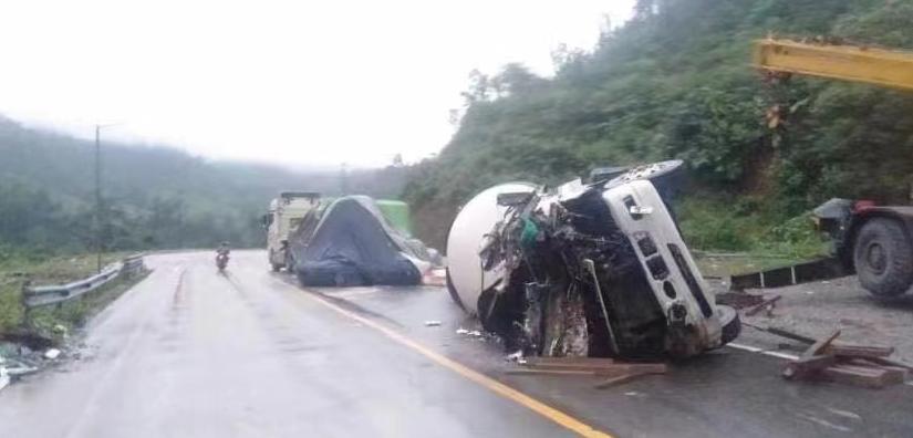 緬甸克倫邦一輛貨車側翻 已致1死1傷