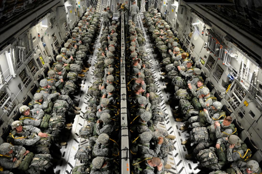 美軍運輸機被曝超載飛離阿富汗:定載134人塞了800人
