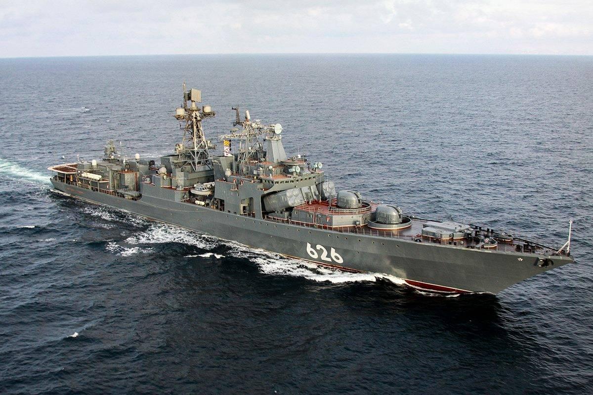 """△俄罗斯""""库拉科夫海军中将""""号大型反潜舰"""