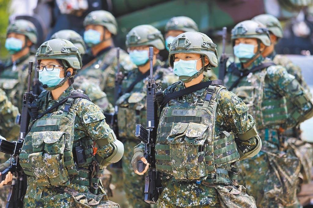 """台军士兵操演(资料图)。图自台湾""""中时新闻网"""""""