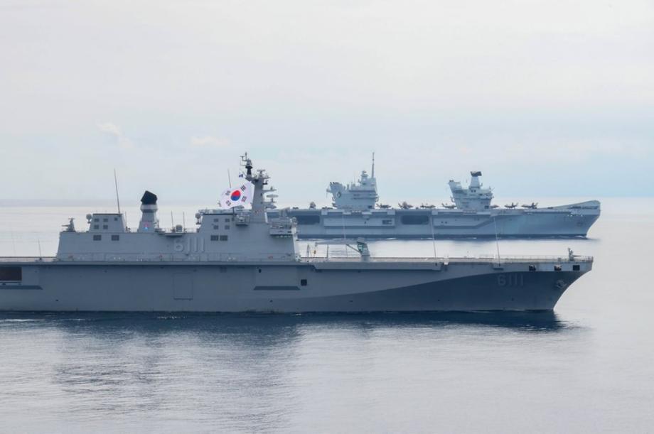 韩国海军出动最大战舰 与英国航母编队开展联合演习