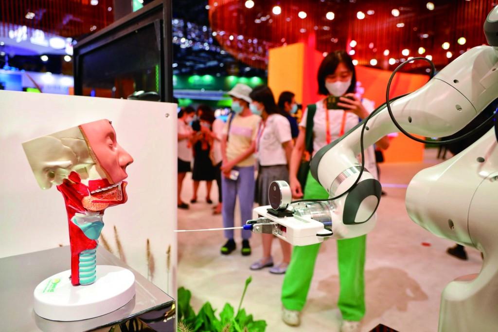 现场模拟的机器人采样场景。
