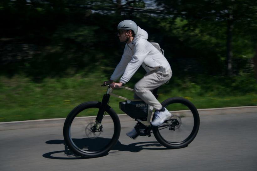 宝马推出i Vision AMBY电动自行车-领骑网