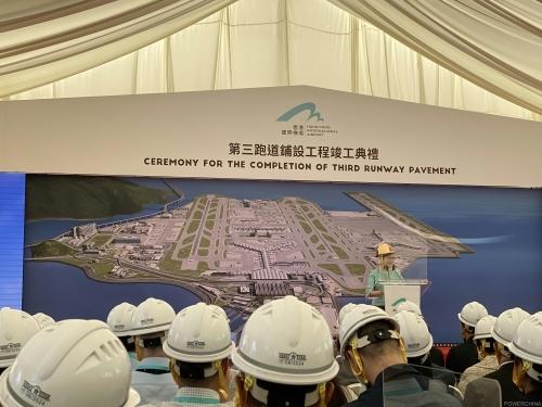 中国电建参建的香港国际机场第三跑道铺设工程竣工