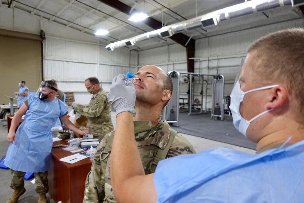 """美媒:8月成""""致命月""""美军部队新冠死亡率飙升50倍"""