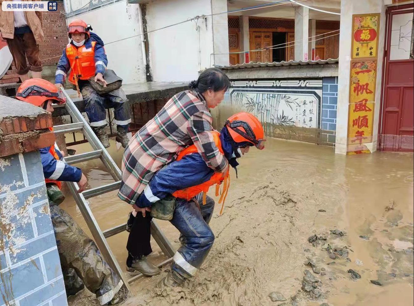 云南大理洱源发生山洪泥石流 致1人死亡3人失联