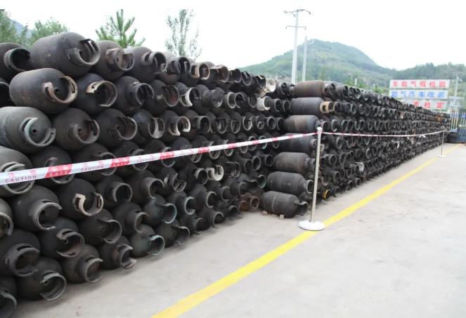 陕西延安集中销毁10000只液化石油气钢瓶