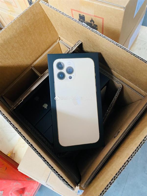 苹果经销商晒iPhone 13无塑料包装盒:纸质撕拉式设计
