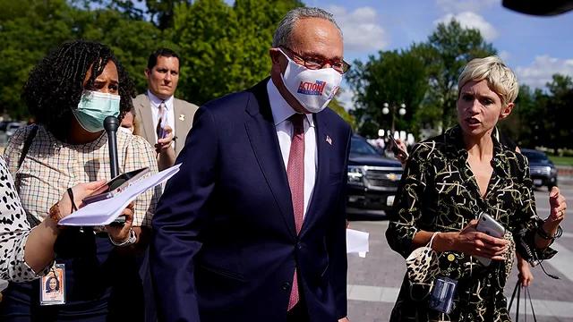 美国参议院多数党领袖舒默敦促拜登政府立即停止遣返海地移民