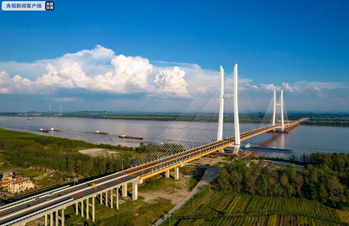 湖北赤壁长江公路大桥今日0时通车