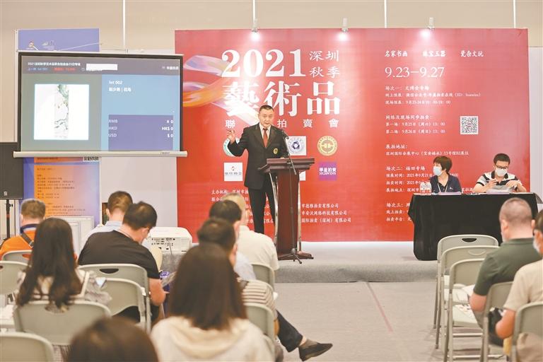 本次拍卖会拍品均为价格低、性价比高的艺术品。深圳特区报记者 何龙 摄