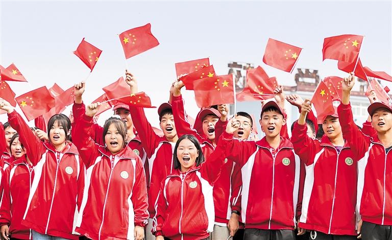 歌唱祖国 宁晋县第五中学学生唱起《歌唱祖国》。 河北日报记者 赵永辉摄