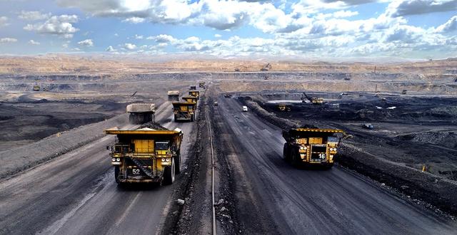 ▲10月1日,中煤集团平朔露天矿区井然有序的卡车运输作业现场