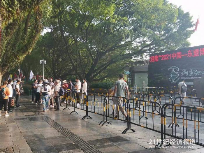 桂林旅游国庆节强势复苏 环球影城游客近一半来自外地