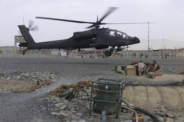 """美军""""阿帕奇""""攻击直升机"""