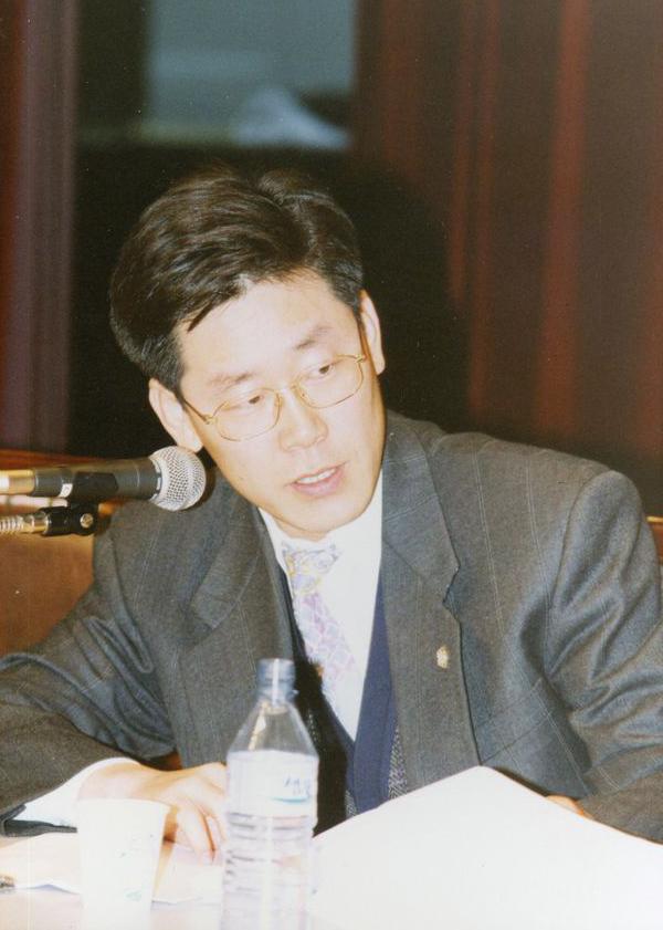 1990年担任人权律师的李在明。来源:朝鲜日报