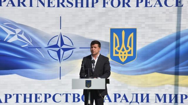 美英先后欲为乌克兰提供武器,乌官员狂言:一旦开战将终结俄罗斯