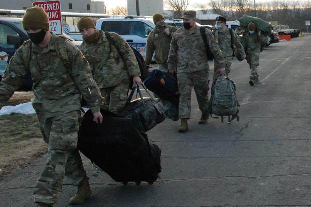 华盛顿周边众个州的国民警卫队起程前去华盛顿