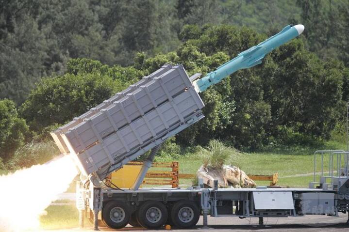 台媒称台军列装增程型雄风二E导弹 射程达1200公里