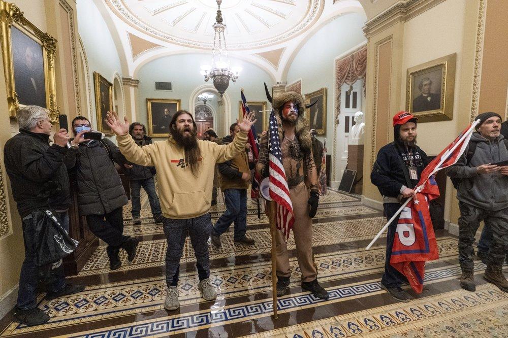 特朗普声援者闯入美国国会(美联社)