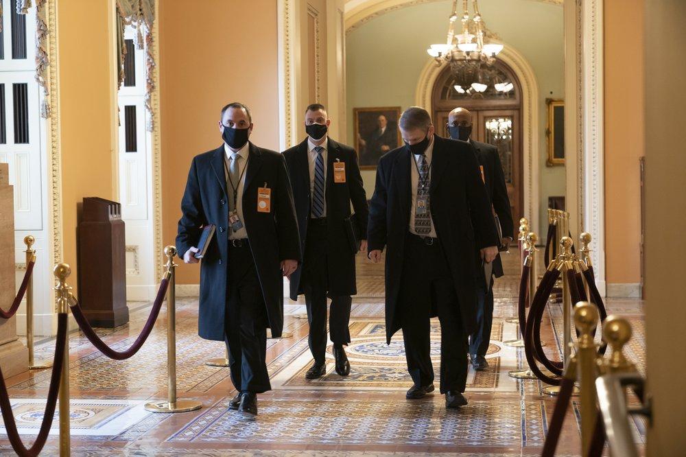 美国安全官员巡查国会大厦。(图源:美联社)