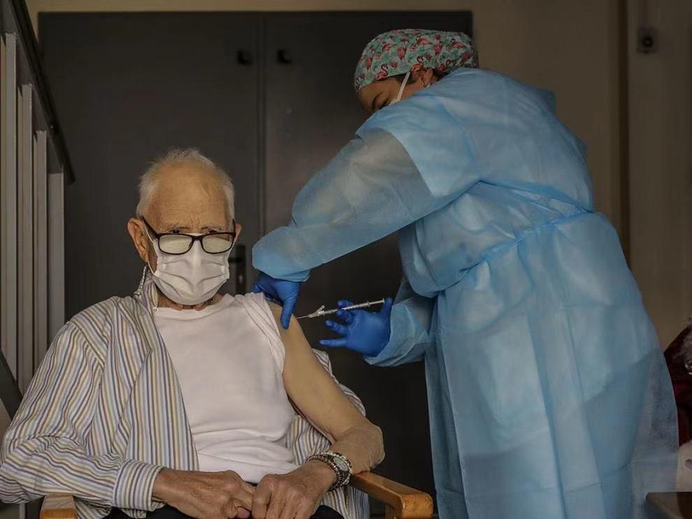 西班牙已开始接种疫苗的多个养老院中暴发疫情