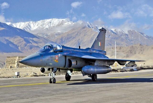 印度批准采购83架光辉战机 印防长猛夸:最先进4代机