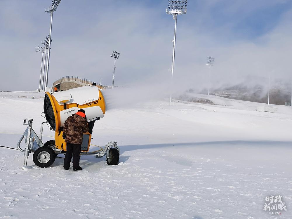 △张家口赛区,国家冬季两项中心造雪现场。(总台央广记者刘会民拍摄)