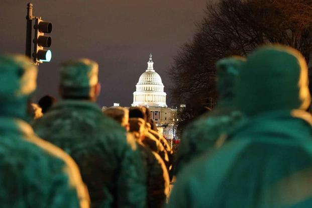 """拜登就职典礼前一天 12名美军士兵因""""可疑行为""""被遣送回家"""
