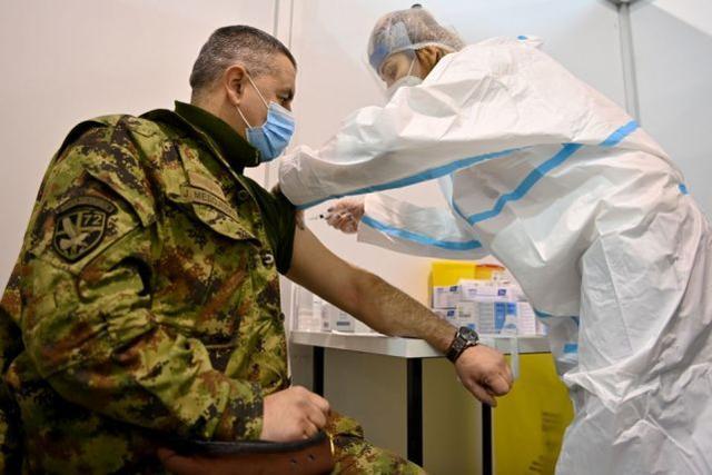卫生部长带头,塞尔维亚成为首个大规模接种中国疫苗的欧洲国家