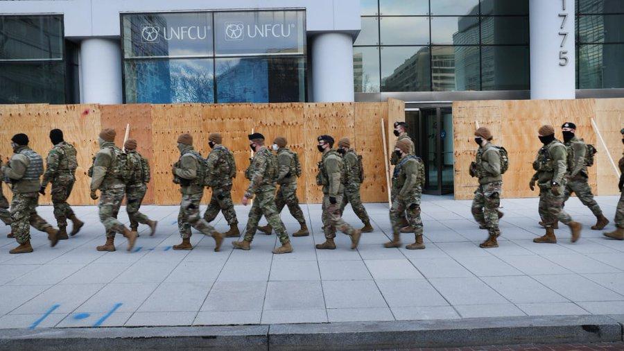 美国两名国民警卫队员被调离新总统就职典礼安保队伍