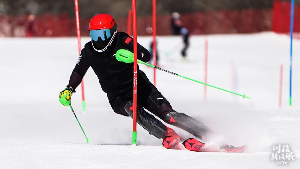 △高山滑雪训练瞬间(总台国广记者李晋拍摄)