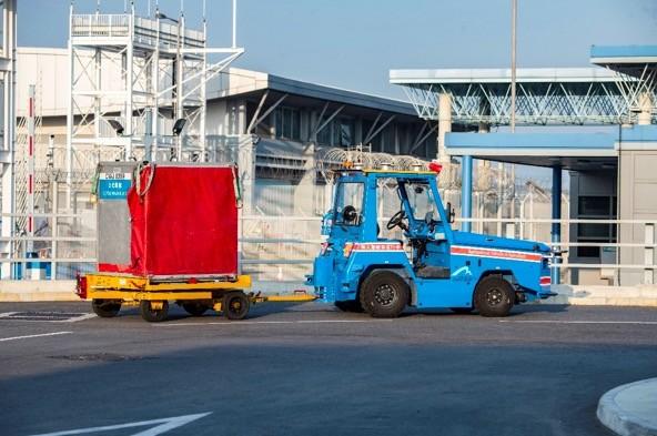 香港国际机场2021年第一季度全面启用驭势科技无人驾驶拖车