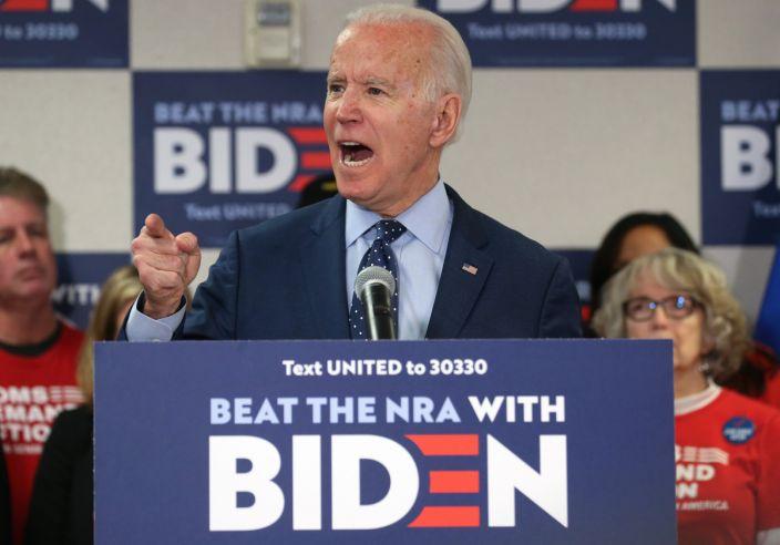 因担心拜登政府控枪 佛罗里达州民众凌晨排队买枪