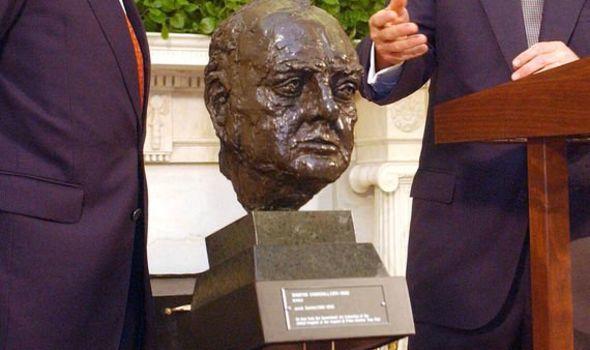 ▲雕塑家雅各布·爱泼斯坦的丘吉尔青铜像。图据英国天空新闻