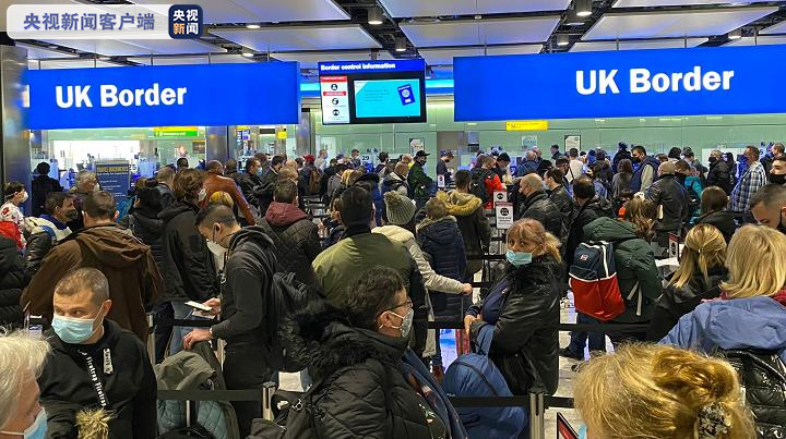 英国伦敦希斯罗机场安检乘客聚集 恐引发病毒感染大张旗鼓传播