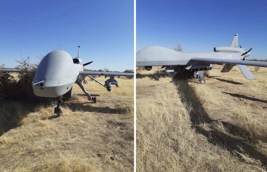 非洲草原上突然落下一架美军无人机 还挂着导弹(图)