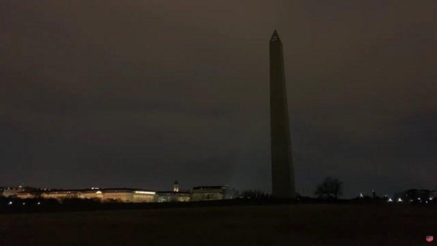 华盛顿纪念碑陷入黑暗(推特)