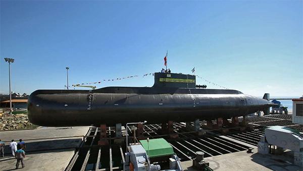 """准备交付部队的""""征服者""""级潜艇。"""