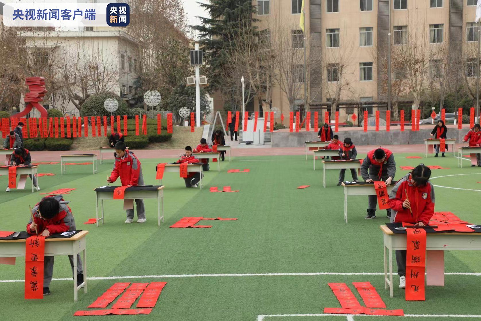 暖!陕西小学生连续3年写春联义卖 只为帮助同龄人