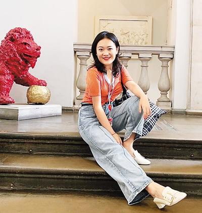 刘姝含2019年于伦敦国王学院留影。