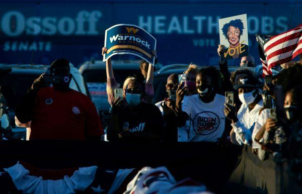 ▲当地时间2021年1月3日,美国佐治亚州萨凡纳,民主党支持者参加民主党联邦参议员竞选活动。(人民视觉)