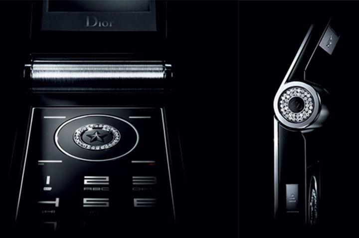 ▲ 翻盖款 Dior Phone 的镶钻细节