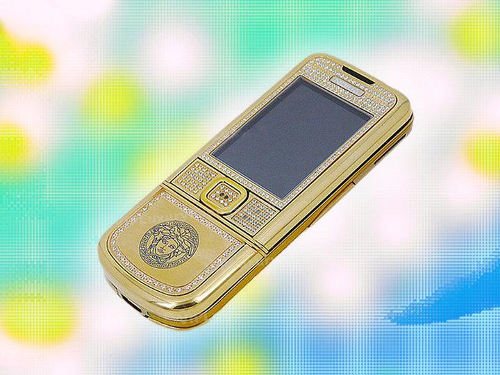 ▲ Versace Nokia 8800。图片来自:HIGHSNOBIETY